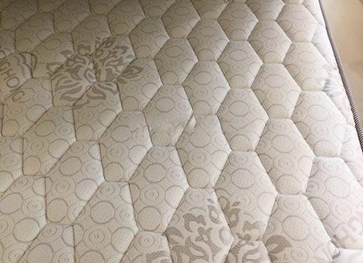 Vải trần bông bo viền chắc chắn tạo nét sang trọng, độc đáo